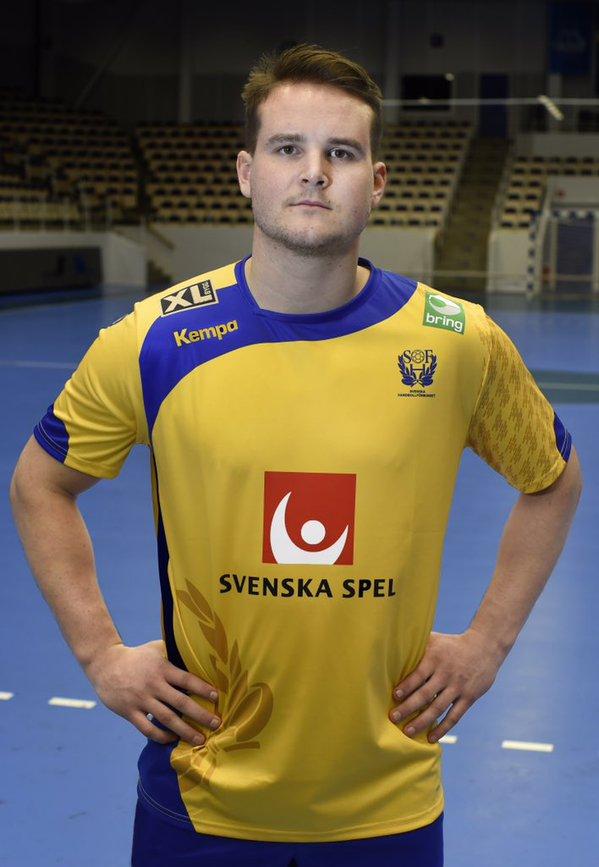 Jesper Konradsson med den nya landslagströjan från Kempa. Foto: Handbollslandslaget på Twitter (@hlandslaget).